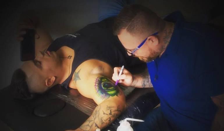 Tatuador de Pereira, pretende realizar 200 tatuajes en 24 horas.