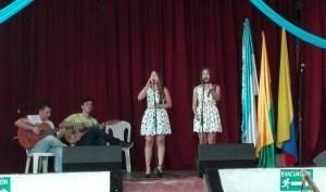 Valentina y Daniela Parra con Mateo Moreno Vargas y Mauricio Sánchez Avilés.