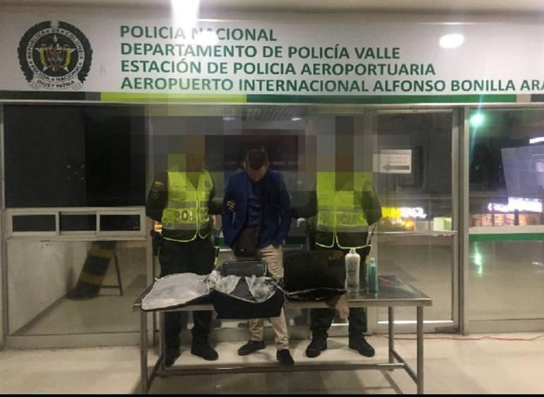 Operativo antidrogas en el aeropuerto de Palmira: Detenido en Palmira extranjero cuando pretendía viajar a España con cocaína