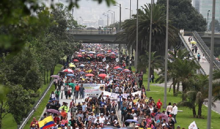 Disturbios en marcha de maestros hacia el Aeropuerto El Dorado