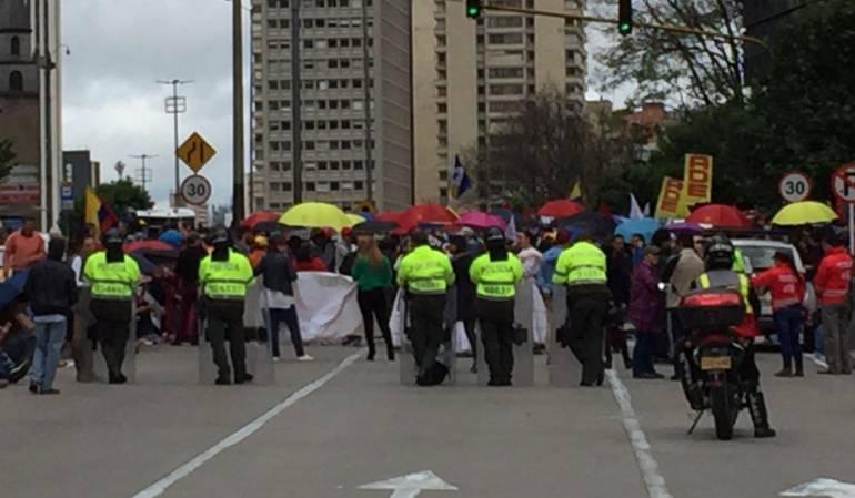 Profesores se toman las principales vías de Bogotá