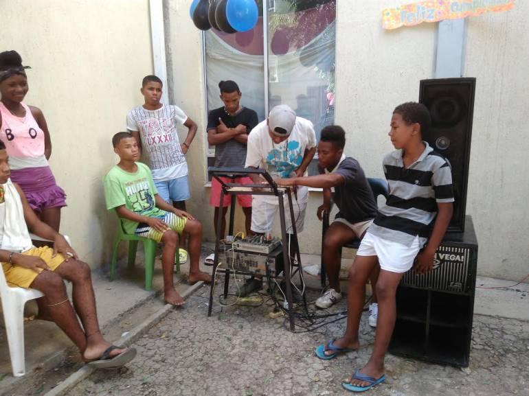 63 jóvenes en riesgo se gradúan en actuación para filmar una película en Cartagena
