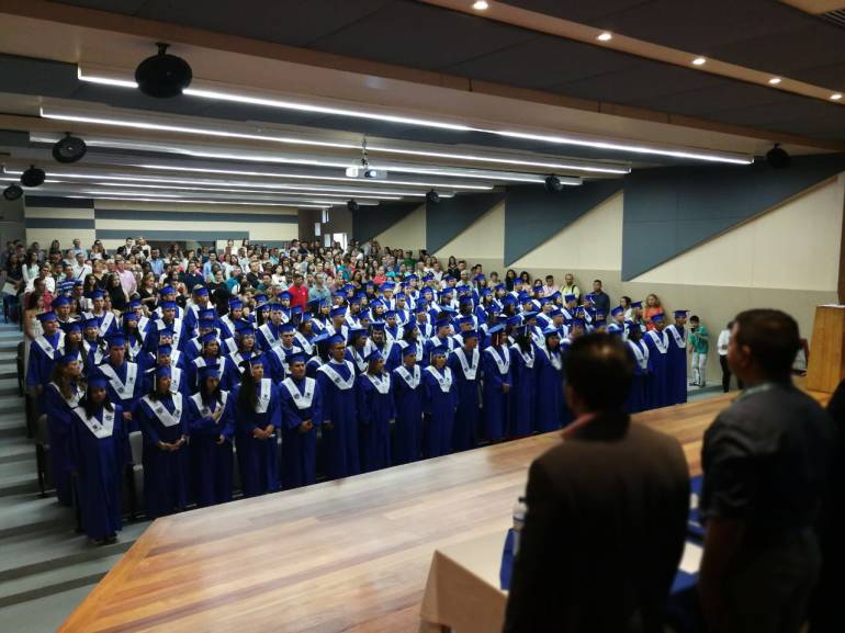 127 personas pertenecientes a poblaciones vulnerables se graduaron como bachilleres