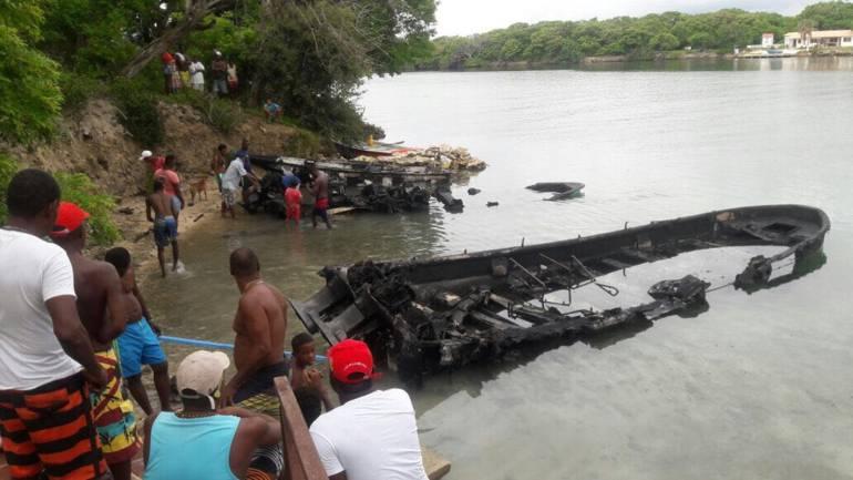 Se incendian tres lanchas en Islas del Rosario, en Cartagena: Se incendian tres lanchas en Islas del Rosario, en Cartagena