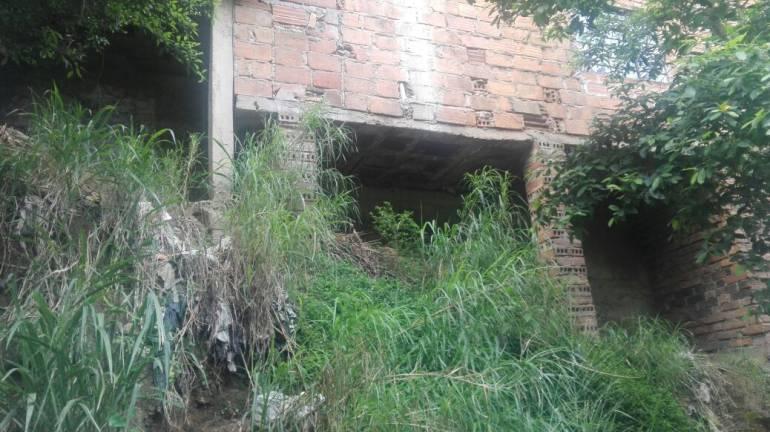 En la quebrada La Picacha, construyen muro de contención que no protege a la comunidad