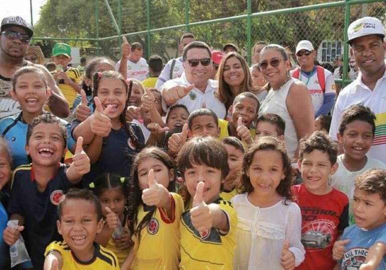 Alcalde de Cartagena entregó cancha sintética y Punto de Encuentro en barrio Chile: Alcalde de Cartagena entregó cancha sintética y Punto de Encuentro en barrio Chile