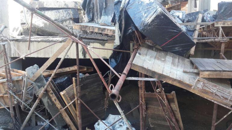 Casa en zona de alto riesgo: Se cae una casa levantada en zona de alto riesgo