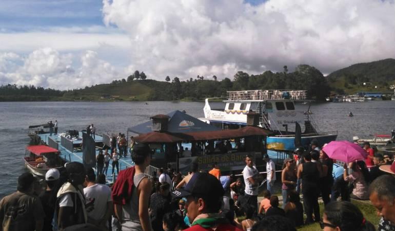 Buscan a más de una decena de desaparecidos — Naufragio en Colombia