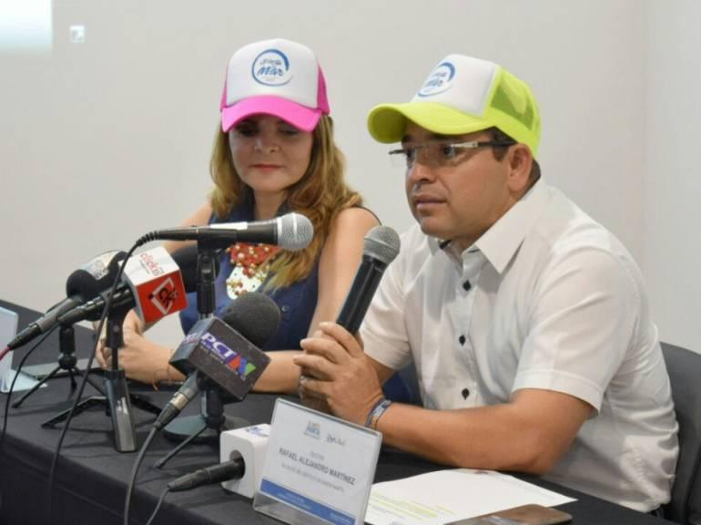 El alcalde de Santa Marta, Rafael Martínez y la secretaria de Cultura, Diana Viveros, durante el lanzamiento de la Fiesta del Mar. /FOTO ALCALDÍA
