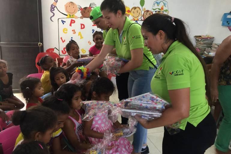 Los Samurais llevan ayudas didácticas a niños de Cerros de Albornoz en Cartagena: Los Samurais llevan ayudas didácticas a niños de Cerros de Albornoz en Cartagena