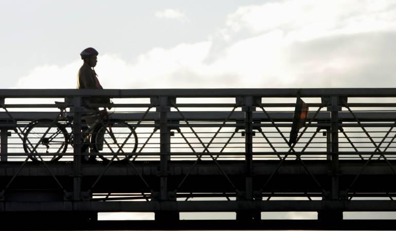 Anuncian mantenimiento de puentes peatonales en Bogotá: Anuncian cerca de $50.000 millones para mantenimiento de puentes peatonales en Bogotá