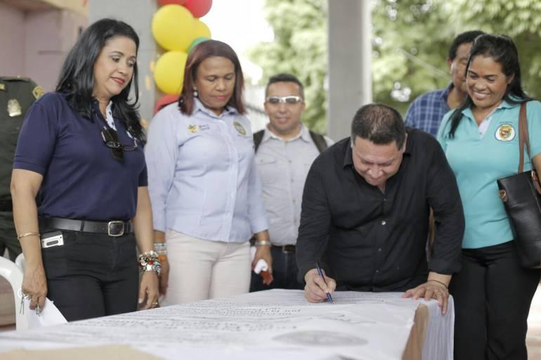 Estudiantes de I.E Luis Carlos López pueden graduarse como Bachilleres Técnicos: Estudiantes de I.E Luis Carlos López pueden graduarse como Bachilleres Técnicos