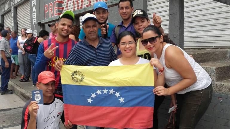 venezolanos en zonas de votación, en Barranquilla.