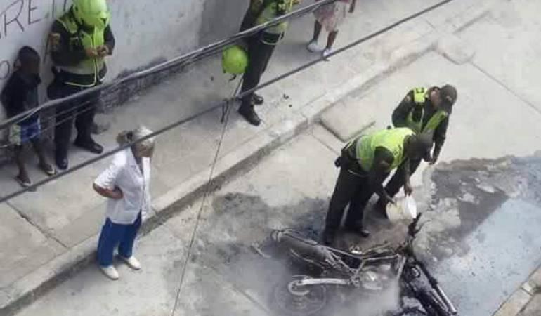 Moto de la Policía: Queman motocicleta de la Policía