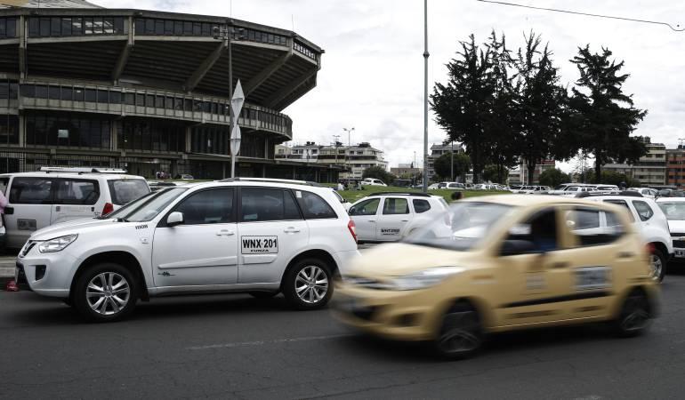 Taxistas golpean supuesto conductor de Uber: Conductor fue brutalmente golpeado por taxistas, decían que era de Uber