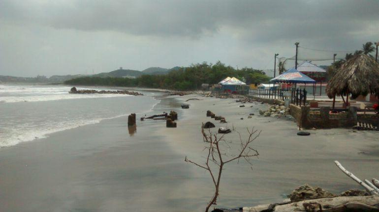 Daños de la onda de tsunami en el Atlántico: 25 casetas y 12 kioscos destruidos por la onda del tsunami en playas del Atlántico