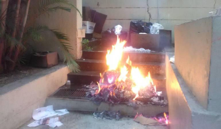Manifestantes quemaron material electoral e inhabilitaron centro de votación — Táchira