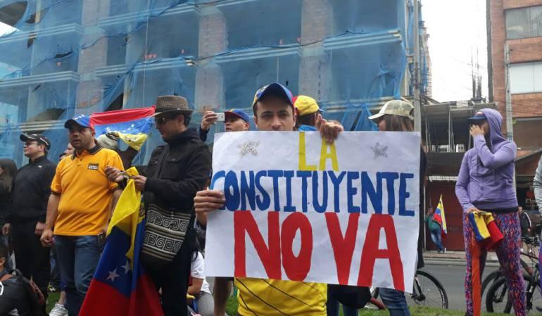 Crisis Venezuela Constituyente Bogotá: Venezolanos en Bogotá rechazaron proceso constituyente con plantón en la Embajada