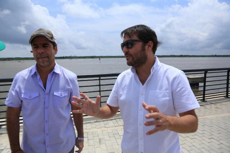 El nuevo Ministro de Vivienda, Jaime Pumarejo (der.) junto al alcalde del Barranquilla(izq.)