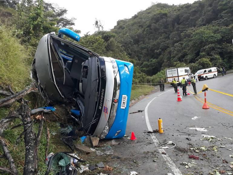 Volcamiento de un bus en Antioquia dejó 4 muertos y 15 heridos