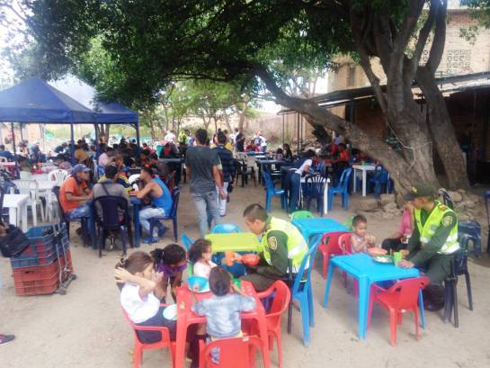 Iglesia entrega alimentos a los venezolanos