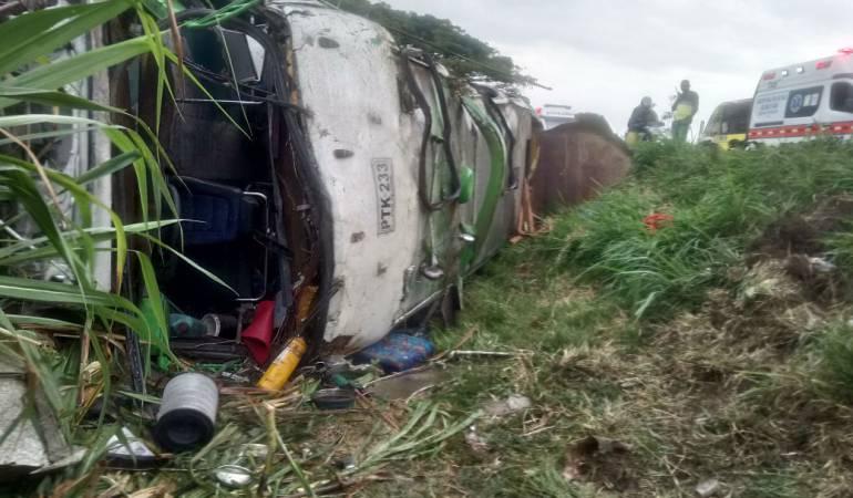 Accidente: Cinco personas permanecen en observación médica y una pierde la vida en un accidente de tránsito