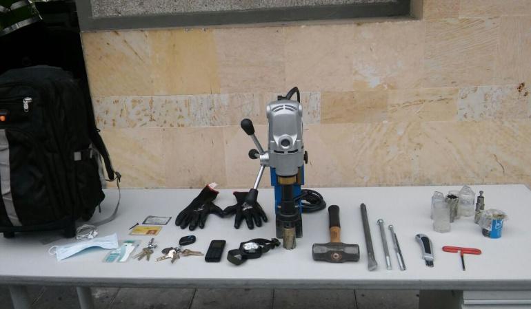 Robo de cajero en Bogotá: Sorprenden a un hombre robando un cajero electrónico en el norte de Bogotá