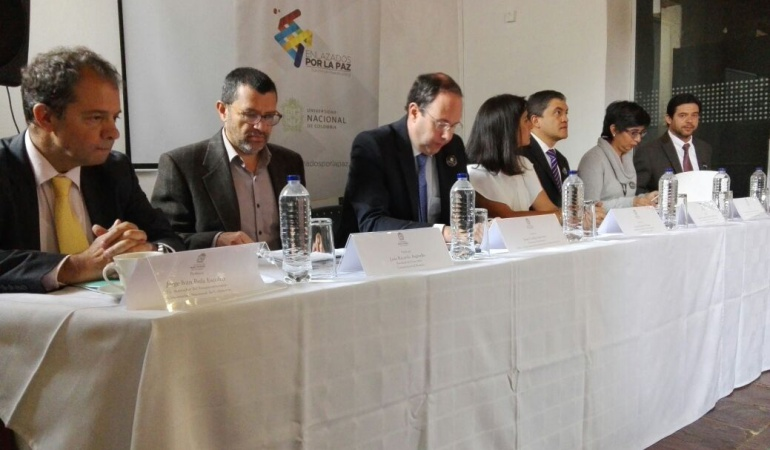 """Enlazados por la paz: """"Enlazados por la paz"""", los esfuerzos de la academia colombiana para el postconflicto"""