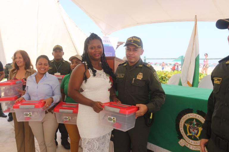 77 masajistas y peinadoras capacitadas para mejorar atención a turistas en playas de Cartagena: 77 masajistas y peinadoras capacitadas para mejorar atención a turistas en playas de Cartagena