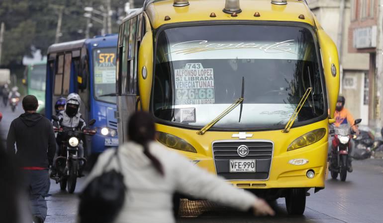 """Ladrones capturados robando en buses: Así funciona la """"puerta giratoria"""" para los ladrones capturados robando en buses"""