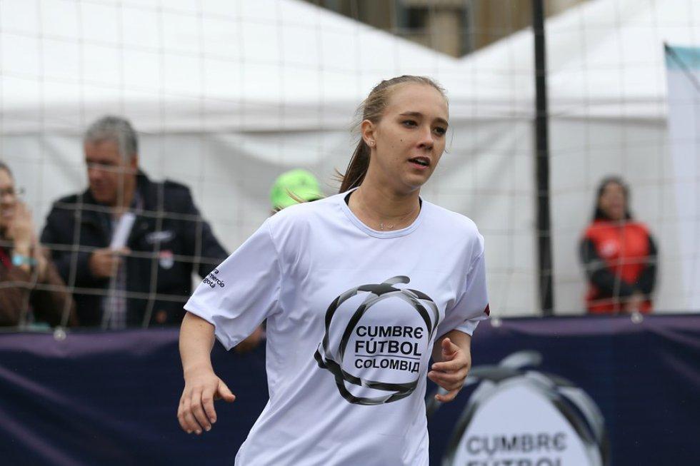 Nicole Rangel, la jugadora profesional de America de Cali lidero el equipo blanco.