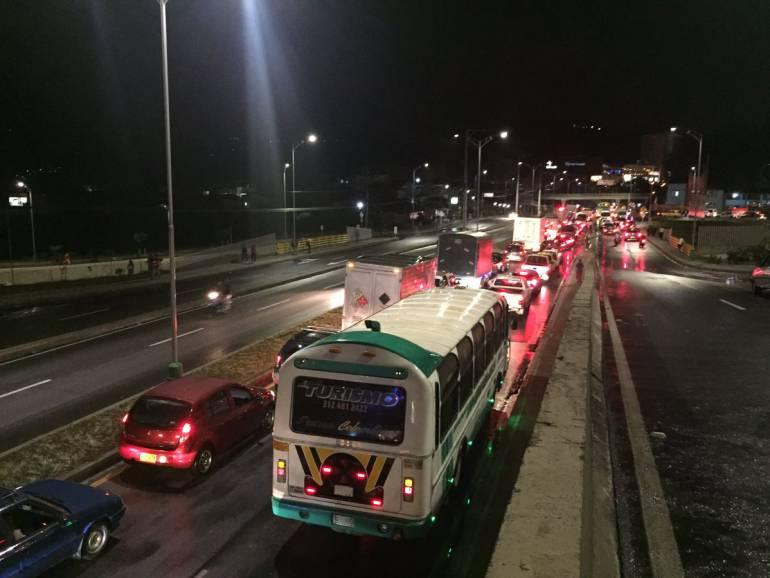 PIEDECUESTA LLUVIAS GRANIZADA CAÍDA DE ÁRBOLES TRÁNSITO: El trancón más prolongado de los últimos meses ocurrió en Piedecuesta