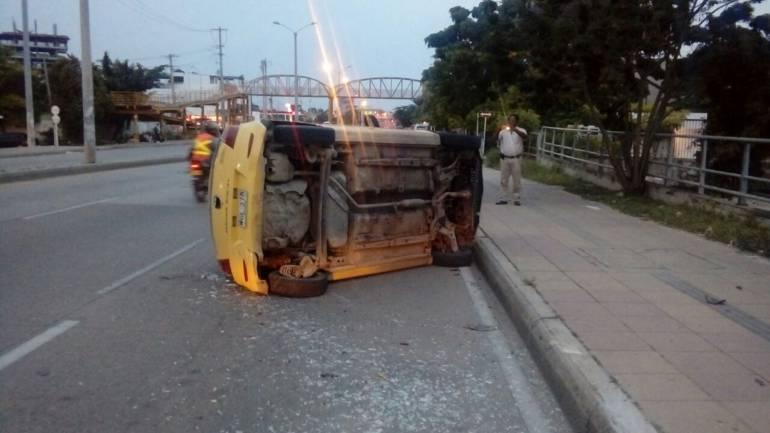 Cuatro heridos en tres volcamientos de taxis en Cartagena: Cuatro heridos en tres volcamientos de taxis en Cartagena