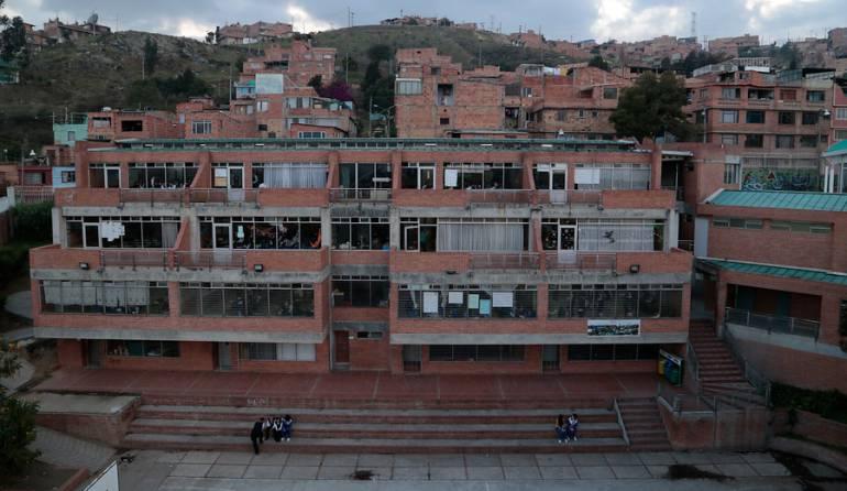 Bogotá colegios Jorge Torres: Entrega de 30 colegios nuevos en Bogotá está en riesgo: Jorge Torres