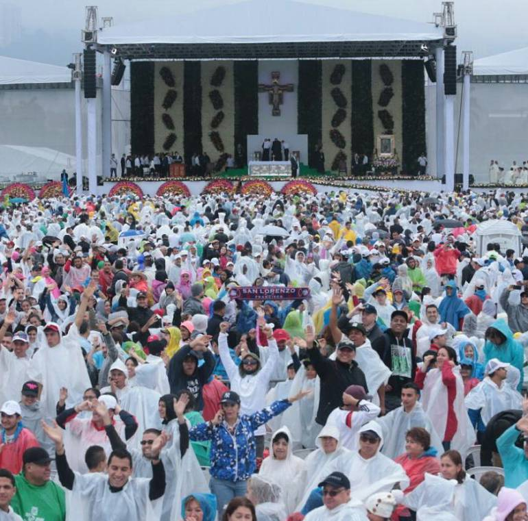 EN VIVO VISITA DEL PAPA FRANCISCO A COLOMBIA: Histórica misa del papa Francisco en Medellín: más de un millón de personas