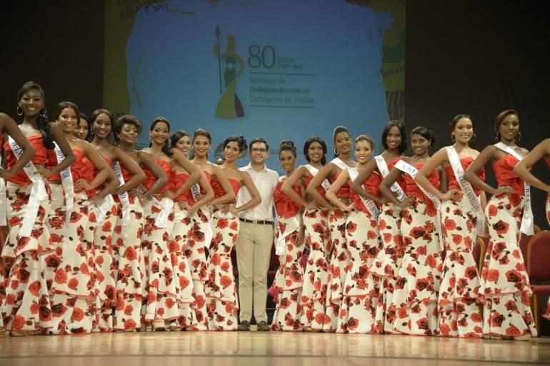 Alcaldía de Cartagena impone bandas a las candidatas al reinado de independencia 2017