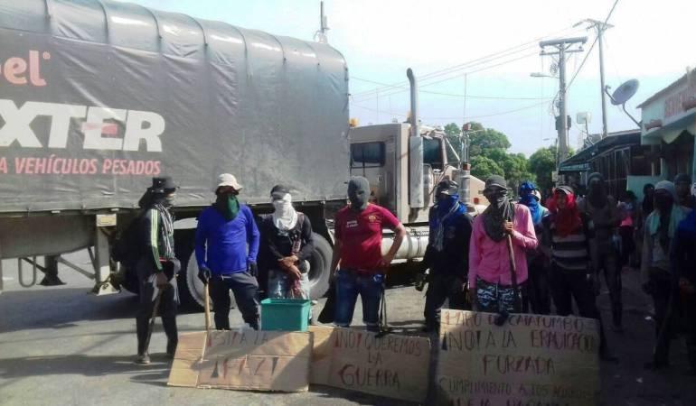 Campesinos bloquean vía Cúcuta- Ocaña