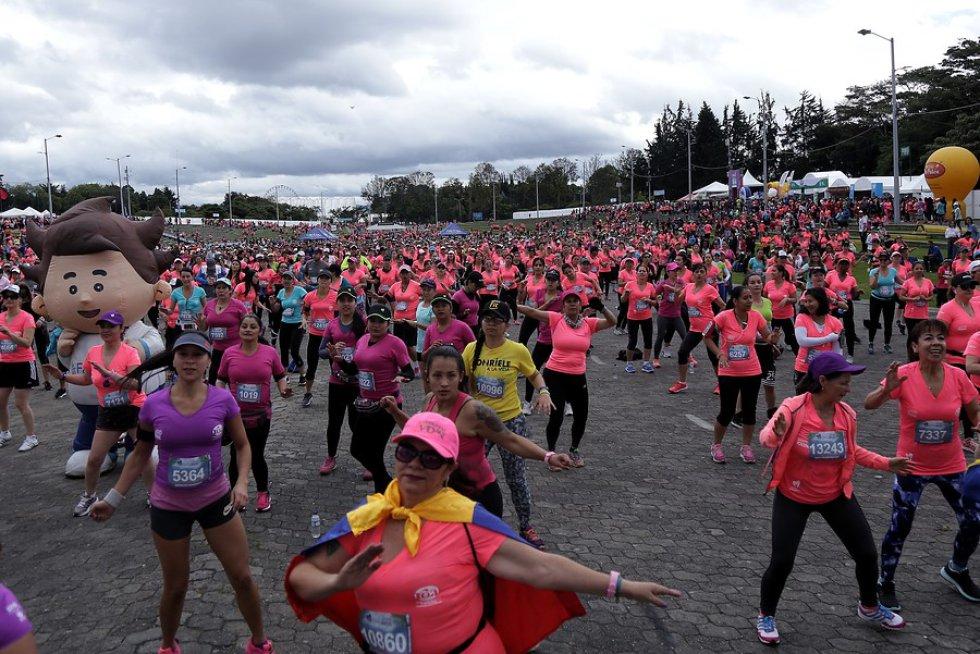 En la carrera participaron mujeres atletas profesionales como Angie Orjuela, Ginary Camargo, Ruby Riativa, Stefania Chiquiza, Ana Milena Orjuela y Briyith Forero, entre otras.