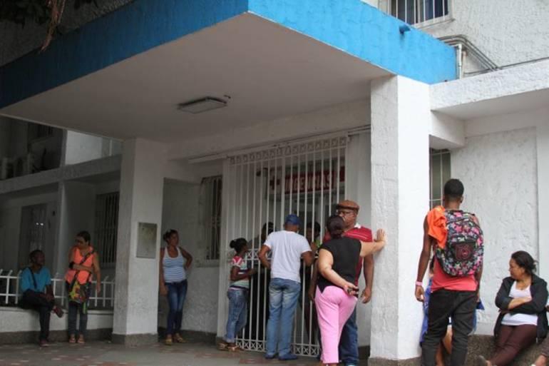 Trabajadores afectados por inhalar gases tóxicos en zona industrial de Cartagena: Trabajadores afectados por inhalar gases tóxicos en zona industrial de Cartagena