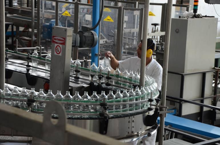 Industria Licorera de Caldas reabrió la planta de destilería y al mismo tiempo tiene presencia de funcionarios de la Contraloría y la Fiscalía.