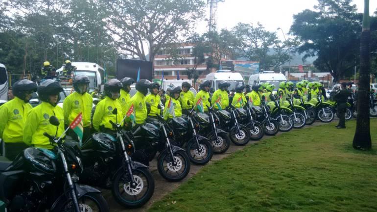 SEGURIDAD, CARROS, VEHICULOS: Con alfombra roja se entregan vehículos para la seguridad de Santander