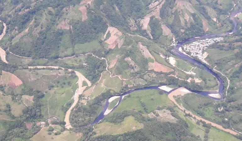 Ecopetrol denuncia vertido de crudo en ríos por ataque a oleoducto colombiano