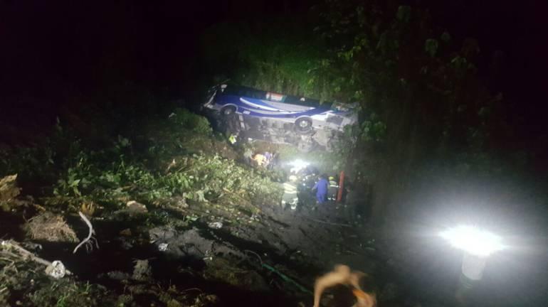 Accidente de bus intermunicipal en Santander deja tres personas muertas