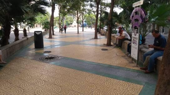 El Paseo Bolívar se ha convertido en el hogar de muchos extranjeros que no tienen cómo pagar una habitación