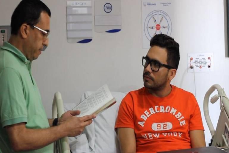 Lectura: Biblioteca Departamental promueve programa 'La Lectura Cura' en clínicas de la ciudad