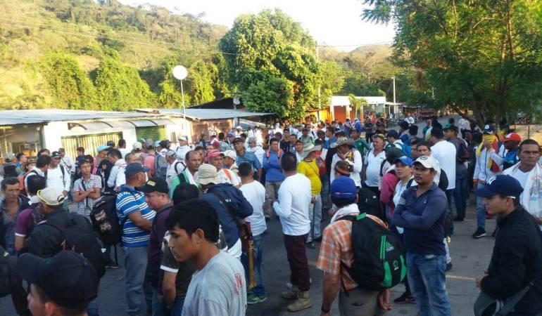 Protesta de arroceros en la vía Cúcuta - Ocaña.