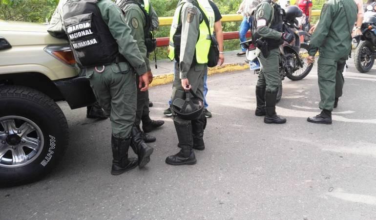 Autoridades venezolanas aseguran que violencia en frontera es del lado colombiano