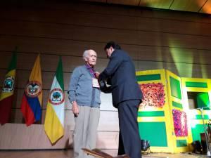 reconocimiento al maestro Carlos Botero Herrera autor de la canción Campesina Quindiana.