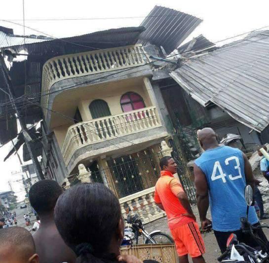 Derrumbe de edificio deja varias personas atrapadas