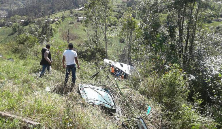 Accidente de tránsito vía Bogotá-Villavicencio: Tres muertos y 14 heridos en accidente de buseta en la vía al Llano